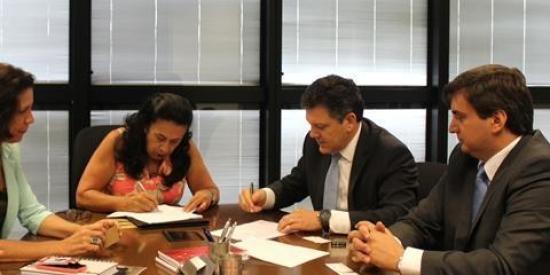 Celulose Irani assina protocolo de intenções com o Governo de Minas Gerais